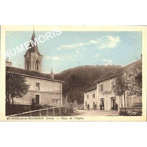 Saint Nicolas de Macherin (Isère) place de l'église