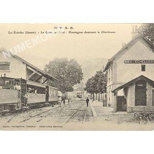 Cie VSB les Echelles (Savoie) la gare au fond : montagnes dominant la Chartreuse