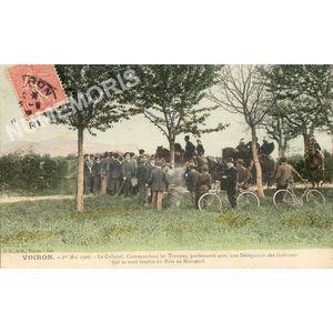 JG 241 Voiron 1er mai 1906 le Colonel, commandant les troupes, parlemente avec une Délégation de Grévistes qui se sont rendus au Bois de Monteuil