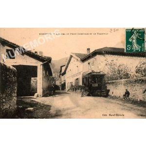 Voreppe l'hôtel du Petit Grenoble et le tramway