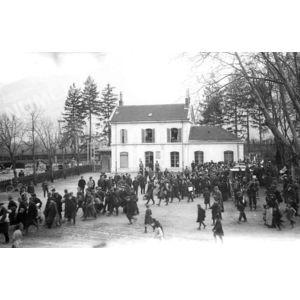 Arrivée d'émigrés serbes en gare de Voreppe