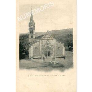 St-Geoire-en-Valdaine (Isère) l'église et la place