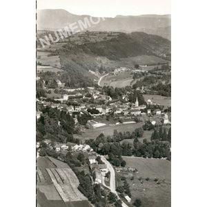 21587 St-Geoire-en-Valdaine (Isère) vue générale