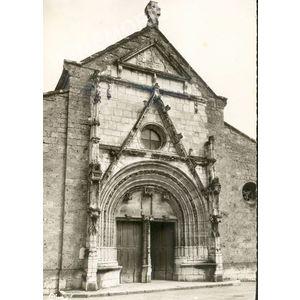 101 St-Geoire-en-Valdaine (Isère) façade de l'église