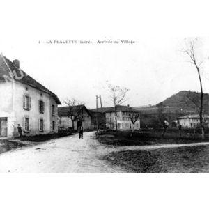 004 la Placette (isère) entrée du village