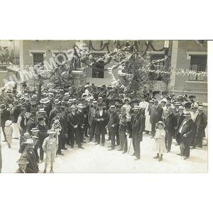 Ecole du Chevalon Voreppe juin 1909 - public devant l'entrée