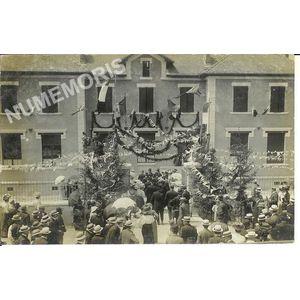 Voreppe juin 1909 - entrée des personnalités école de filles du Chevalon