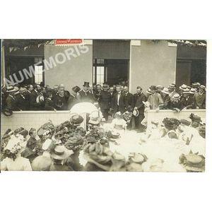 Voreppe juin 1909 - école du Chevalon personnalités devant l'entrée