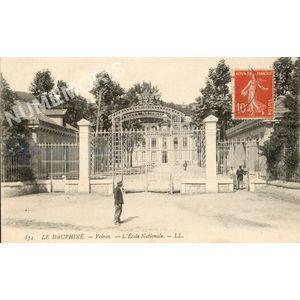 874 Le Dauphiné Voiron l'Ecole Nationale