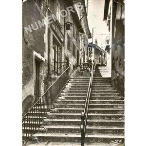 1436 Tullins montée de la halle