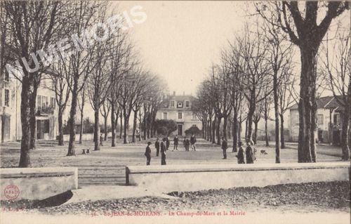 056 St-Jean-de-Moirans le Champ-de-Mars et la Mairie