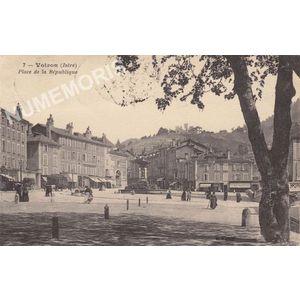 007 Voiron (Isère) place de la République