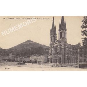 053 Voiron (Isère) La Cathédrale et le coteau de Vouise