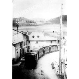 Chirens le Bourg et le tramway vers 1910