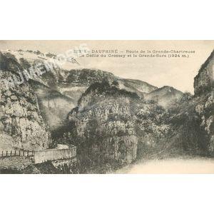 233 le Dauphiné route de la Grande-Chartreuse le défilé du Crossey et la Grande Sure (altitude 1924m)