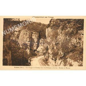 Voiron (Isère) les Gorges de Crossey dans les Préalpes calcaires entrée du tunnel