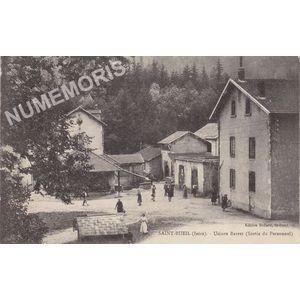 Saint-Bueil (Isère) usines Barret (sortie du personnel)