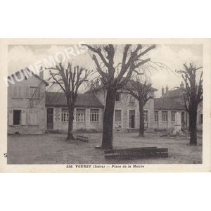 336 Vourey (Isère) place de la mairie