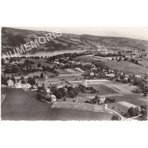 11260 Bilieu (Isère) vue générale aérienne; dans le fond, le lac de Paladru-Charavines