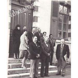 Voissant : devant la mairie vers 1980