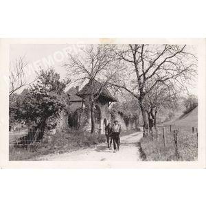 Voissant : porche de la maison-forte