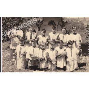 Voissant : enfants de choeur en 1952