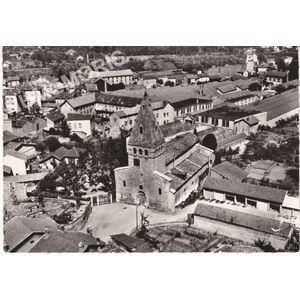 en avion au dessus de... 6 Moirans (Isère) l'ancienne église (M. H.)