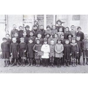 Bilieu : école de 1926-27 avec M. et Mme Sylvestre-Rey