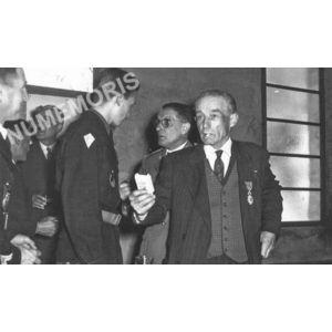 Bilieu : remise de la légion d'honneur à Marius commandeur en 1956