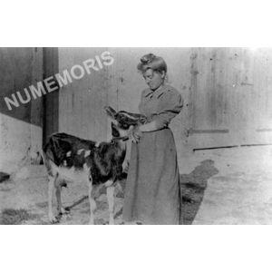 Bilieu : Mme Frappat et LA chèvre