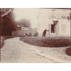 Montferrat : belle maison en face de l'hotel Rajon avant 1914