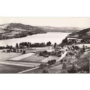 Paladru (Isère) 4 Vue générale et le lac