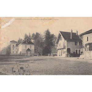 St-Geoire-en-Valdaine place de la Bascule et route de Voiron
