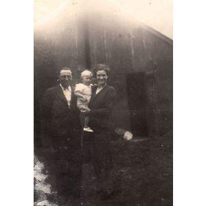 Voissant : un couple et un bébé à Pierrefite Nestalas en 1941