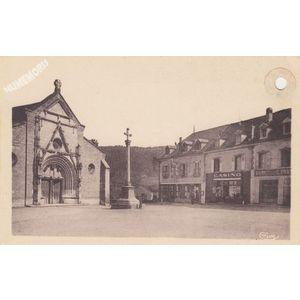 St-Geoire-en-Valdaine (Isère) la place de l'Eglise