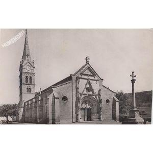 St-Geoire-en-Valdaine (Isère) Eglise du XIIe siècle (Mon. hist.)