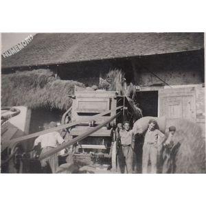 Montferrat : batteuse vers 1944