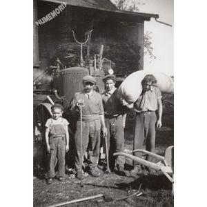 Montferrat : batteuse en 1944