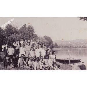 Montferrat : sortie d'école en 1946 à Paladru