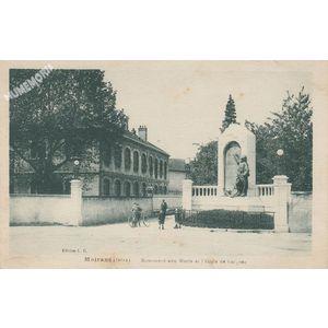 Moirans (Isère) Monument aux Morts et l'Ecole de garçons