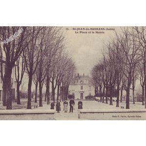 013 St-Jean-de-Moirans (Isère) la place et la mairie