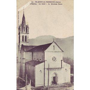 010 St-Jean-de-Moirans (Isère) l'Eglise, au fond : le Grande Sure
