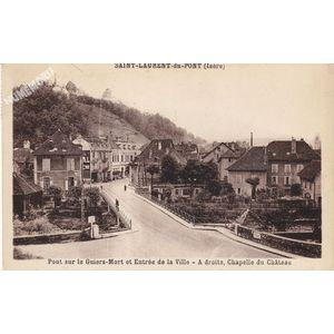 Saint Laurent du Pont (Isère) pont sur le Guiers-Mort et entrée de la ville A droite, chapelle du château