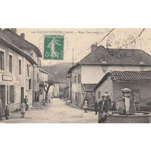 la Bâtie-Divisin (Isère) rue centrale