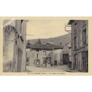 279 la buisse (Isère) le centre du village