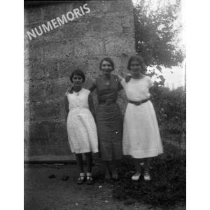 PV coublevie 3femmes2 1930env BBC