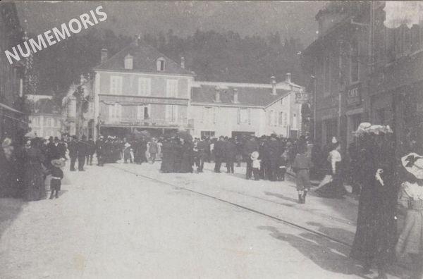 Saint Laurent du Pont- Fête Place de la Fontaine en 1910- recto