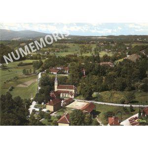 Réaumont vue aerienne église et bourg en couleur